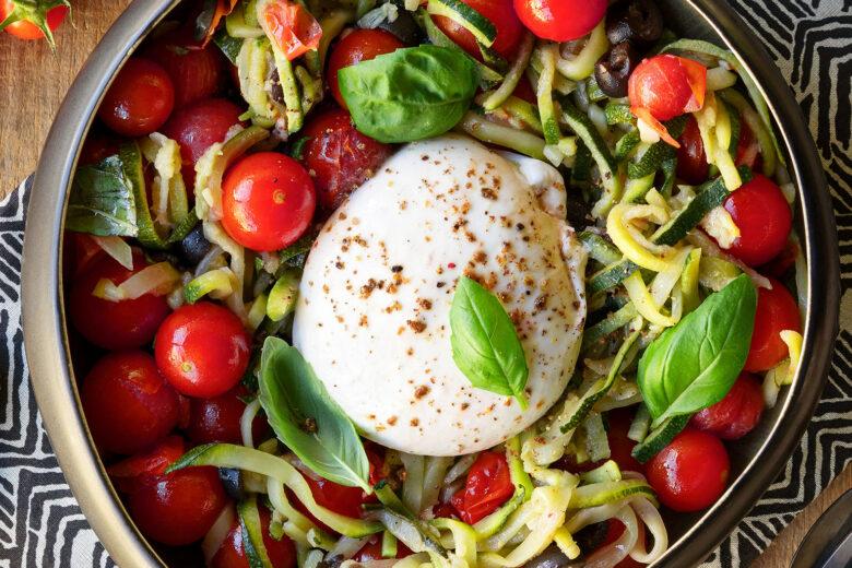 Salada de Curgete, Tomate, Azeitonas e <em>Burrata</em>